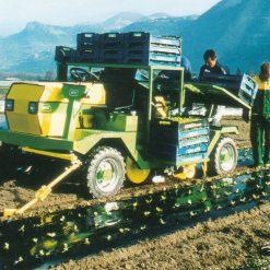 Разсадопосадачна машина HORTECH, модел DUE AUTO-MATIC, с поставяне на мулч – подходящи за разсаждане на всички видове зеленчуци